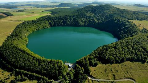 Lac-Pavin-Philippe-Tournebise_paysage480